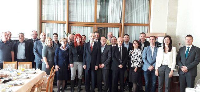 Средба на словенечкиот Амбасадор Милан Јазбец, со словенечките бизнисмени во Македонија